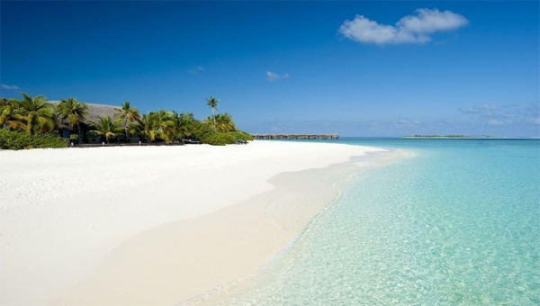 <p>Maldives with its fine white sandy beaches has been awarded as the Indian Ocean&rsquo;s Leading Beach Destination in the 2015 World Travel Awards which was held at the Kempinski Seychelles Resort Baie Lazare.&nbsp;</p>