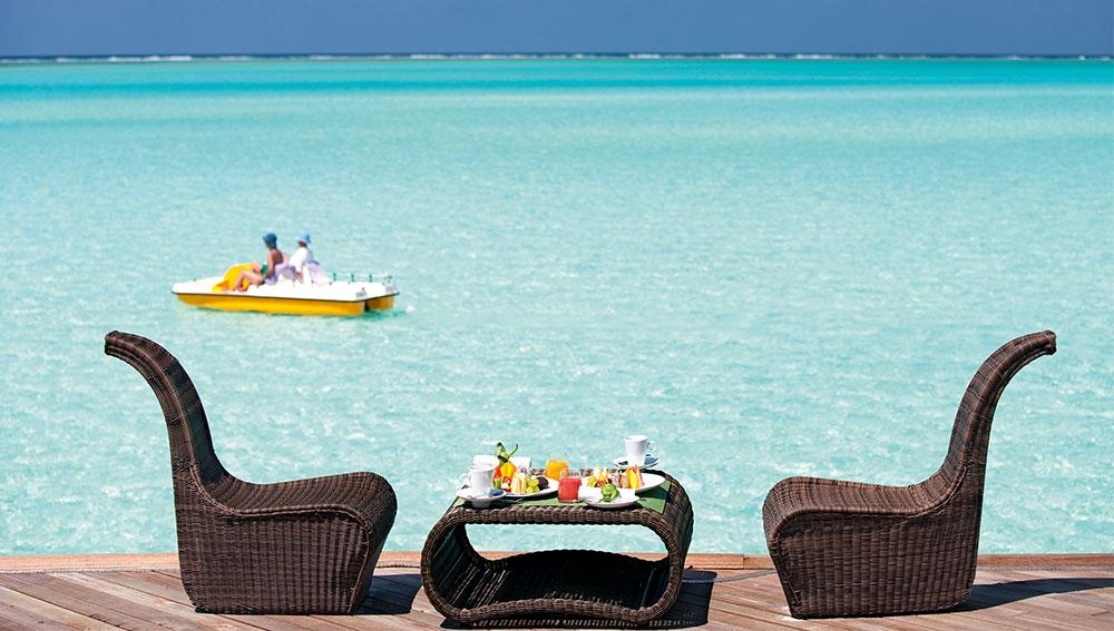 Manta Bar Constance Moofushi Resort and Spa