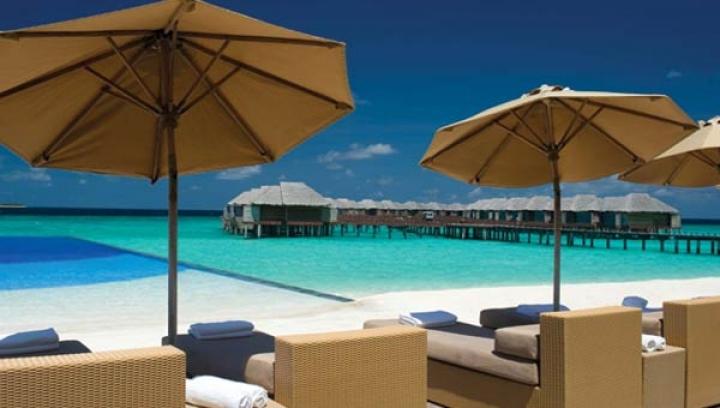 JA Manafaru Infinity Bar & Pool
