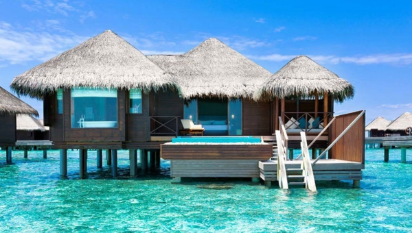 Lagoon Bungalow with Pool
