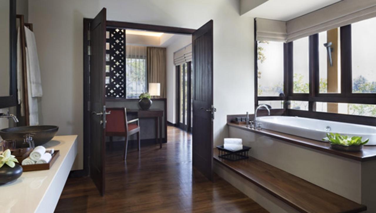 One Bedroom Presidential Pool Suite