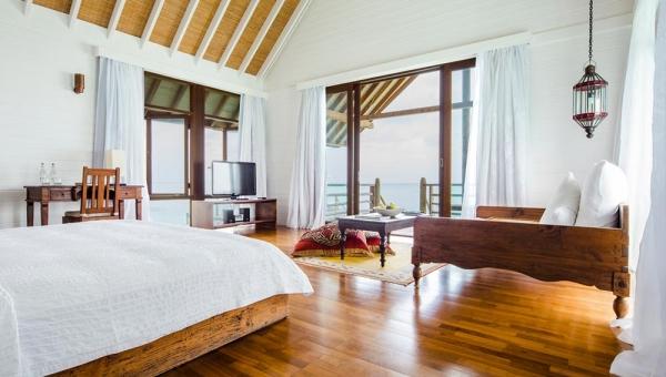COMO VIlla Bedroom