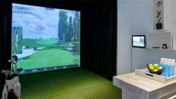 Golf simulator at ClubOne