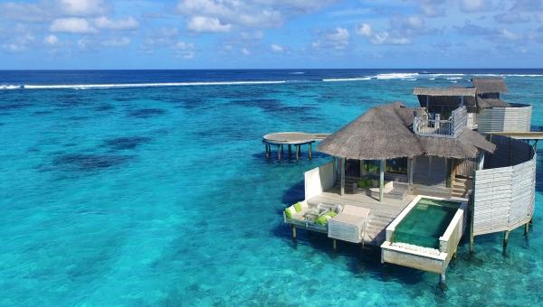 laamu water villa