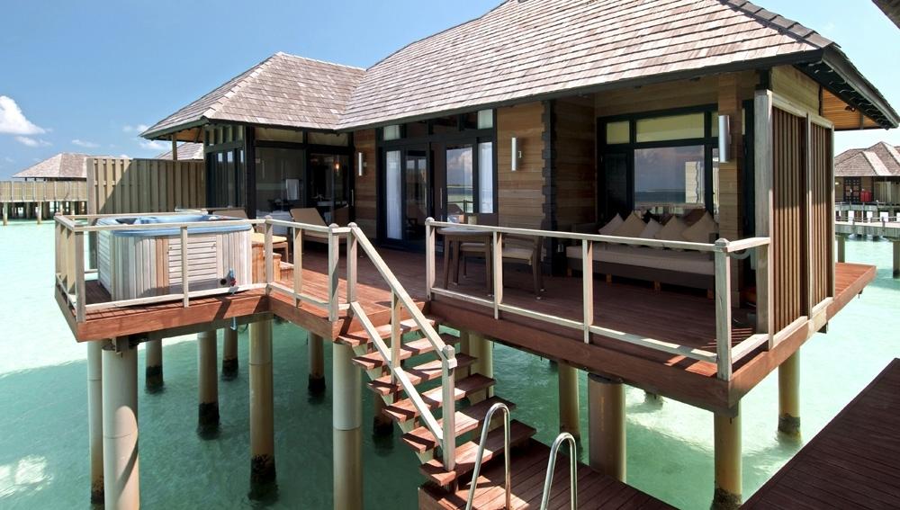 Celebrity Retreat - Horizon Water Villa Deck