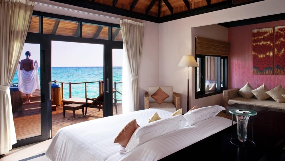 Sunset Horizon Water Villa - Bedroom