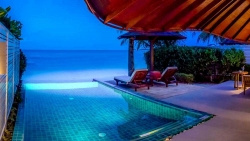 One Room Luxury Beach Front Pool Villa