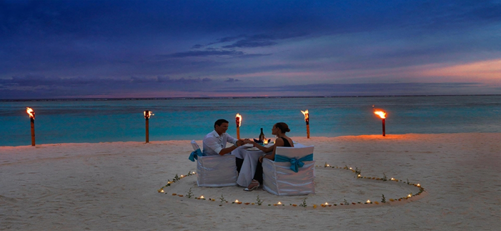 Luxury Honeymoon at Maldives: The best honeymoon packages for newlyweds who want a truly memorable luxury honeymoon in the Maldives.